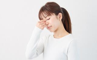 目の疲れは頭痛や集中力の低下など様々な症状を引き起こします!イメージ